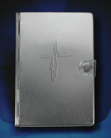Metal Bible NLT: Silver Cross - Other book format Silver